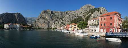 starigrad: Panoramic view of the town Omis, Croatia