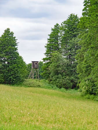 High seat in the landscape of Mecklenburg-Western Pomerania, German Standard-Bild