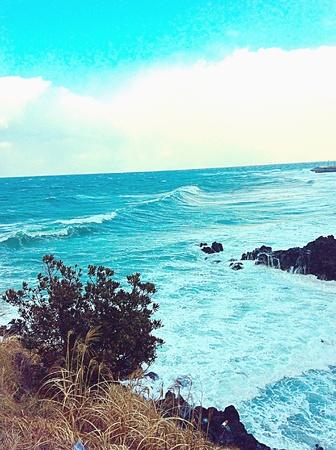olas de mar: Las olas del oc�ano en Jeju Foto de archivo