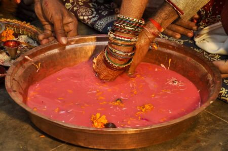 Indian wedding traditional game searching for ring in milk Plate, Indian marriage traditions 免版税图像