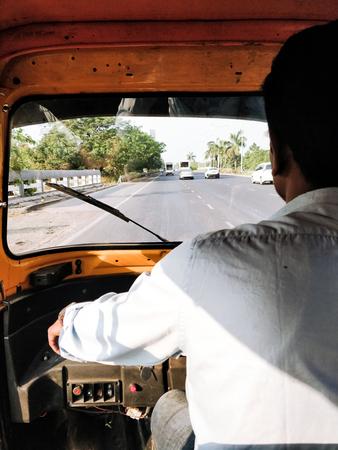 Mumbai auto rickshaw driver Standard-Bild - 120996962
