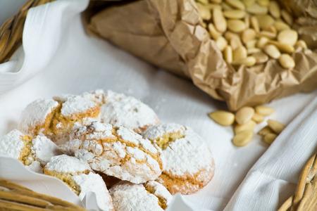 Ricciarelli and ingredients Imagens