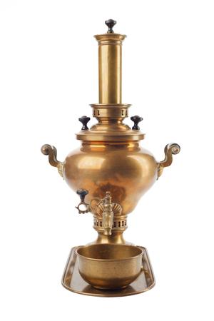 Ein alter Samowar der traditionellen russischen Kultur, der für Tee verwendet wurde.