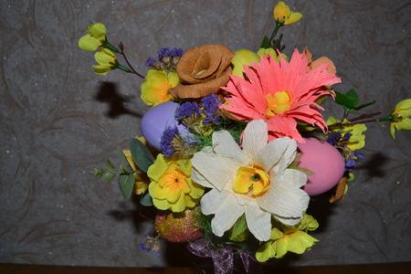 arbol de pascua: �rbol de Pascua hecho flores de papel Foto de archivo