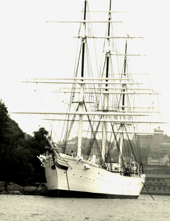masts: ship with a lot of masts