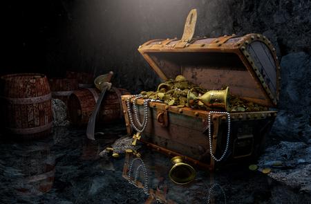 cofre del tesoro: pecho del pirata en una cueva oscura Foto de archivo