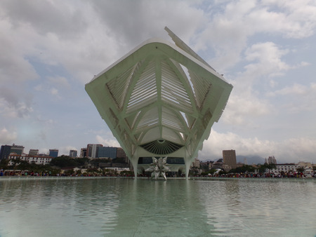 RIO DE JANEIRO, BRAZIL - JULY 18, 2016: Museum of Tomorrow (Museum of Tomorrow) designed by Spanish architect Santiago Calatrava in Maua Square. People visiting this ample area, with food, and attractions. Redakční