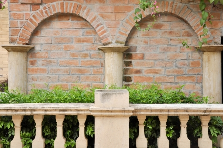 Garden Decoration in different corners of brick clay. 免版税图像
