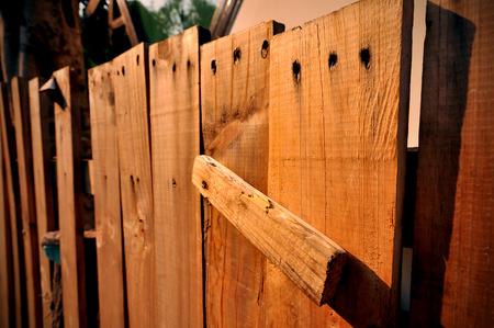 introduced: Plank fue introducido como una valla.