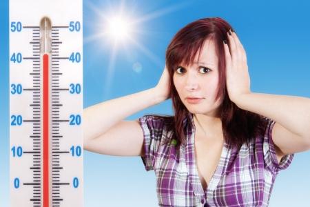 若い女性は暑い天候を心配 写真素材