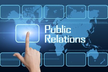 relations publiques: Concept de relations publiques avec l'interface et la carte du monde sur fond bleu