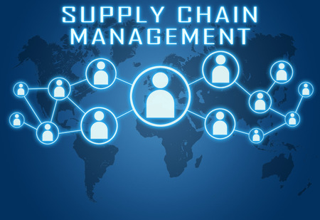 cadenas: Supply Chain Management concepto sobre fondo azul con el mapa del mundo y los iconos sociales. Foto de archivo