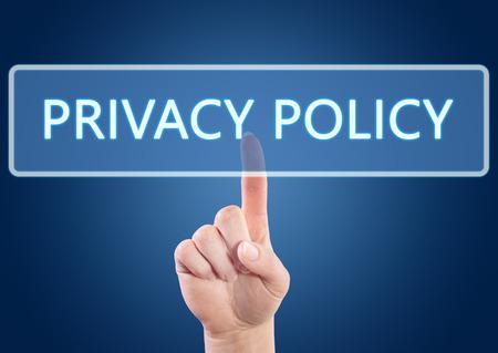 Hand op Privacy Policy knop op-interface met blauwe achtergrond. Stockfoto