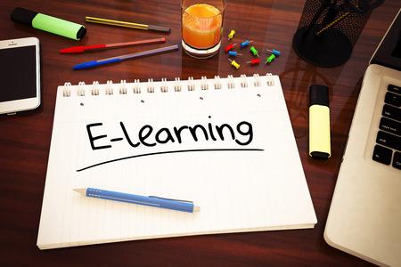 E ラーニング - デスク - 3 d レンダリングのイラストをノートに手書きの文字。