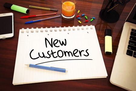 Nieuwe klanten - met de hand geschreven tekst in een notebook op een bureau - 3d render afbeelding. Stockfoto