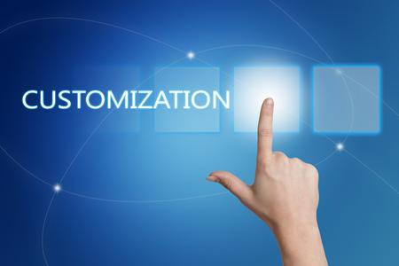 Customization - de hand te drukken op de interface met de blauwe achtergrond. Stockfoto