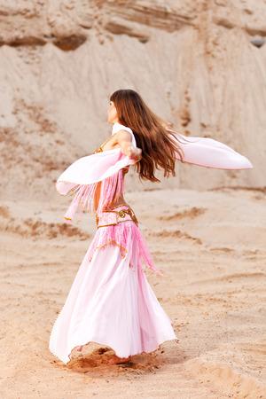 danseuse orientale: Danseuse du ventre. Banque d'images