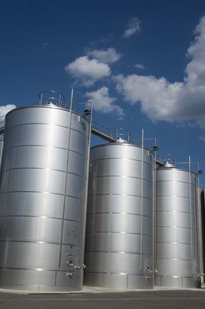 seguridad industrial: Los silos para el almacenamiento de vino, Toscana Foto de archivo