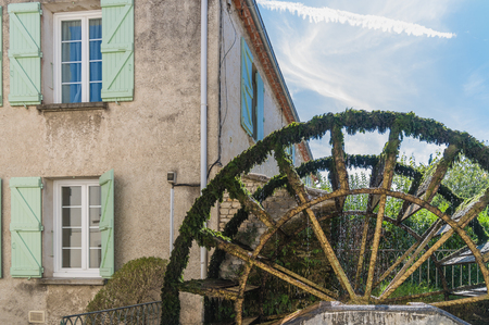 fontaine: One of the several water wheels in LIsle-sur-la-Sorgue, France