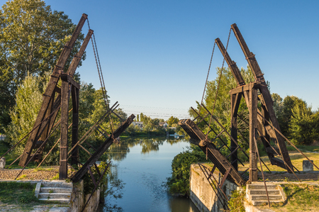van gogh: Van Gogh drawbridge through canal near Arles, France