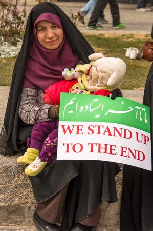 Esfahan, Iran - Febbraio 2016 - Manifestazione del giorno della Rivoluzione annuale sulla strada di Esfahan per celebrare la repubblica islamica. Iran, 2016