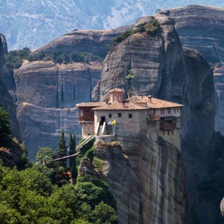 antigua grecia: El Santo Monasterio de Rousanou (Santa Bárbara) en Meteora, región de Trikala en Grecia