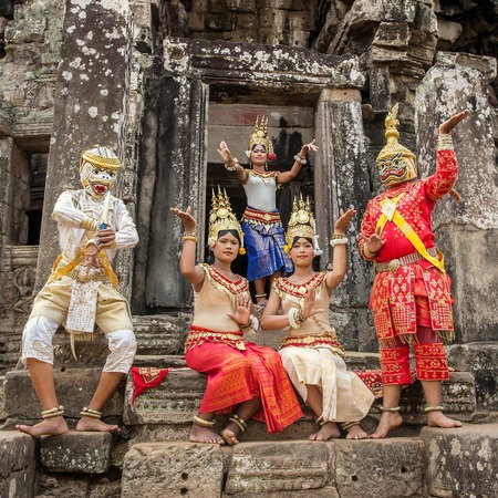 angkor wat: SIEM REAP, CAMBODIA-MARCH 15, 2014:An unidentified cambodians in national dress poses for tourists in Angkor Wat,on March 15, 2014, Siem Reap, Cambodia. Angko r is the countrys prime attraction for visitors.