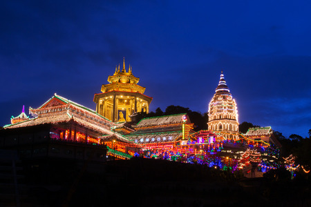 Beautifully lit-up Kek Lok Si temple in Penang during the Chinese New Year. Фото со стока - 40686861