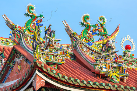 architectural tradition: Decoration on the roof of Kuan Yin Temple, Penang, Malaysia Stock Photo