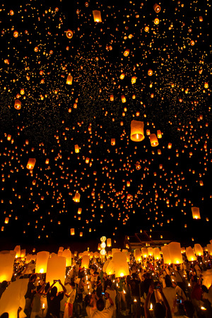 loi: CHIANG MAI, THAILAND - NOVEMBER 8, 2014: People release Khom Loi, the sky lanterns during Yi Peng or Loi Krathong festival on November 8, 2014 in Mae Jo University, Chiang Mai, Thailand. Loi Krathong Festival takes place on the full moon of the 12th month