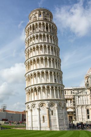 piazza dei miracoli: PISA, ITALY - AUGUST 14, 2015: World famous Piazza dei Miracoli in Pisa, Italy (12th century)