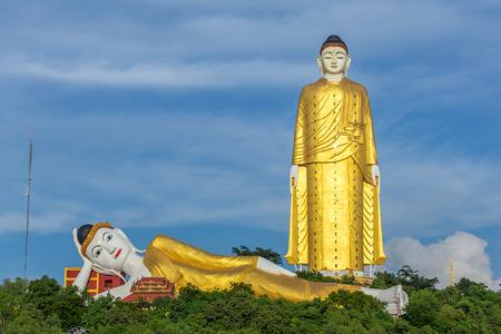 Laykyun Sekkya in Monywa, Myanmar. Bodhi Tataung Standing Buddha ist die zweitgrößte Statue der Welt. Standard-Bild - 87404981