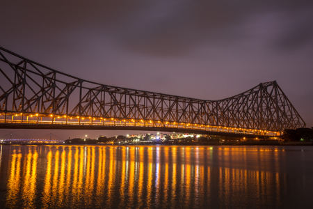 Howrah bridge - The historic cantilever bridge on the river Hooghly during the night in Kolkata, India 스톡 콘텐츠