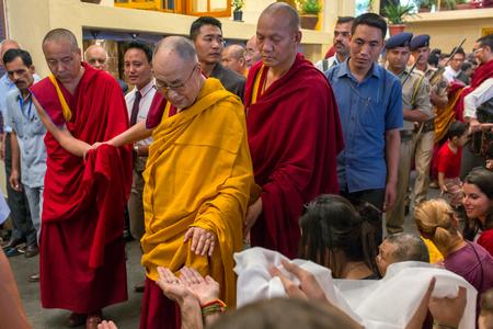 Dharamsala, Indien - 6. Juni 2017: Seine Heiligkeit der 14 Dalai Lama Tenzin Gyatso gibt Belehrungen in seinem Wohnsitz in Dharamsala, Indien.