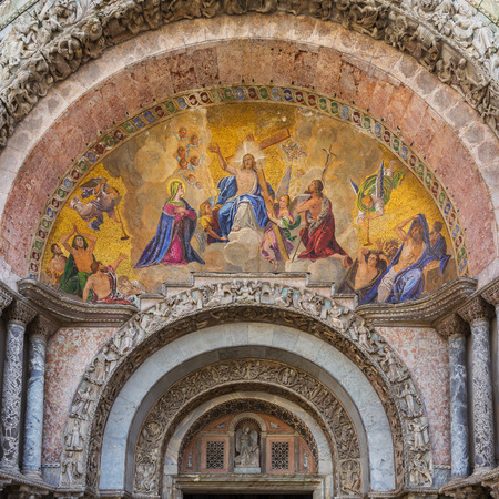 Fresco on the exterior main entrance to the Basilica de San Marco in Venice Italy Archivio Fotografico - 106145388