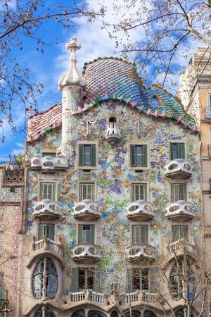 Barcelona, España - 26 de marzo de 2018: Vista exterior de la Casa Batlló de Barcelona. Editorial