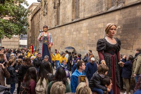 Barcelone, Espagne - 25 mars : défilé de géants traditionnels à Barcelone, Catalogne, Espagne Éditoriale