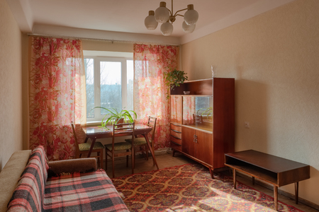 Intérieur d'un appartement de style soviétique typique. Banque d'images