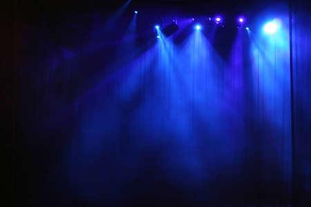 fari da palco: Blu fase luce dietro il sipario