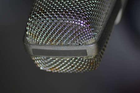 microfono antiguo: Primer plano de un viejo micrófono de los años 50