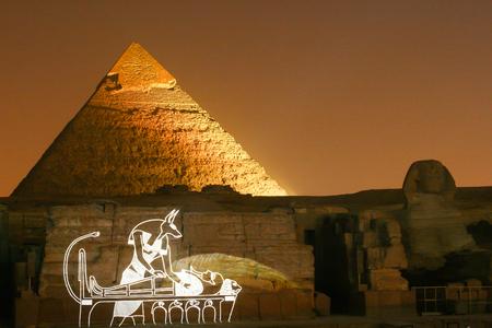 esfinge: Pirámide de Khafre en la noche show de lase
