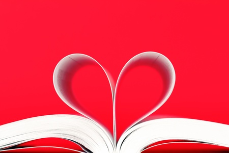 book with pages in heart shape 版權商用圖片