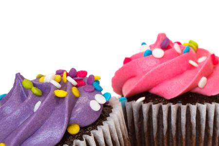 decoracion de pasteles: pastelitos sobre fondo blanco con el espacio de texto Foto de archivo