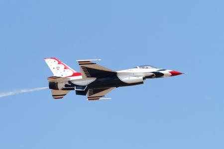 航空ショー: 空軍デモンストレーション チーム サンダーバーズ