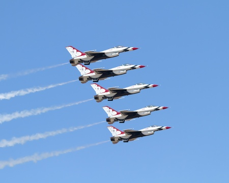 f 16: Air Force Demonstration Team Thunderbirds