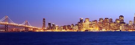 ベイブリッジとサンフランシスコのパノラマ