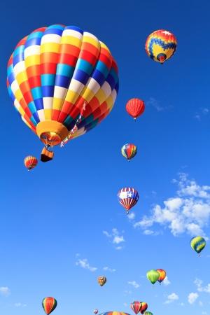 globo: coloridos globos de aire caliente