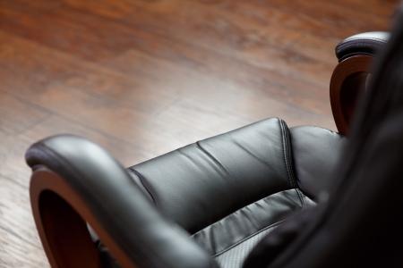 silla de madera: silla de cuero