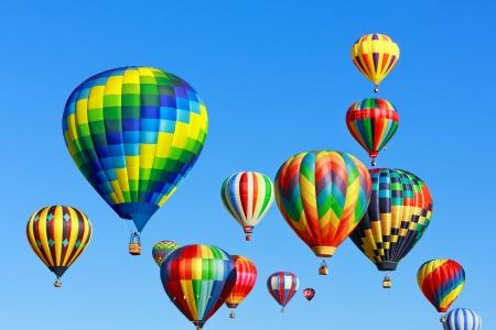 hete lucht ballonnen over de blauwe hemel Stockfoto