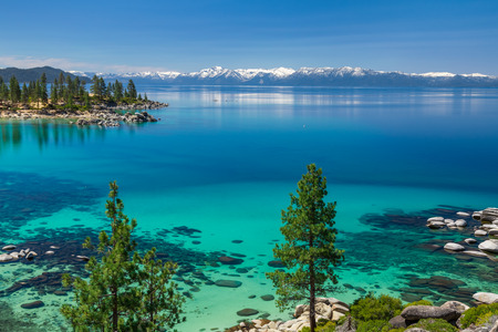 Turquoise wateren van Lake Tahoe Stockfoto